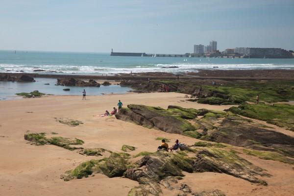 A marée basse la plage des Sables d'Olonne